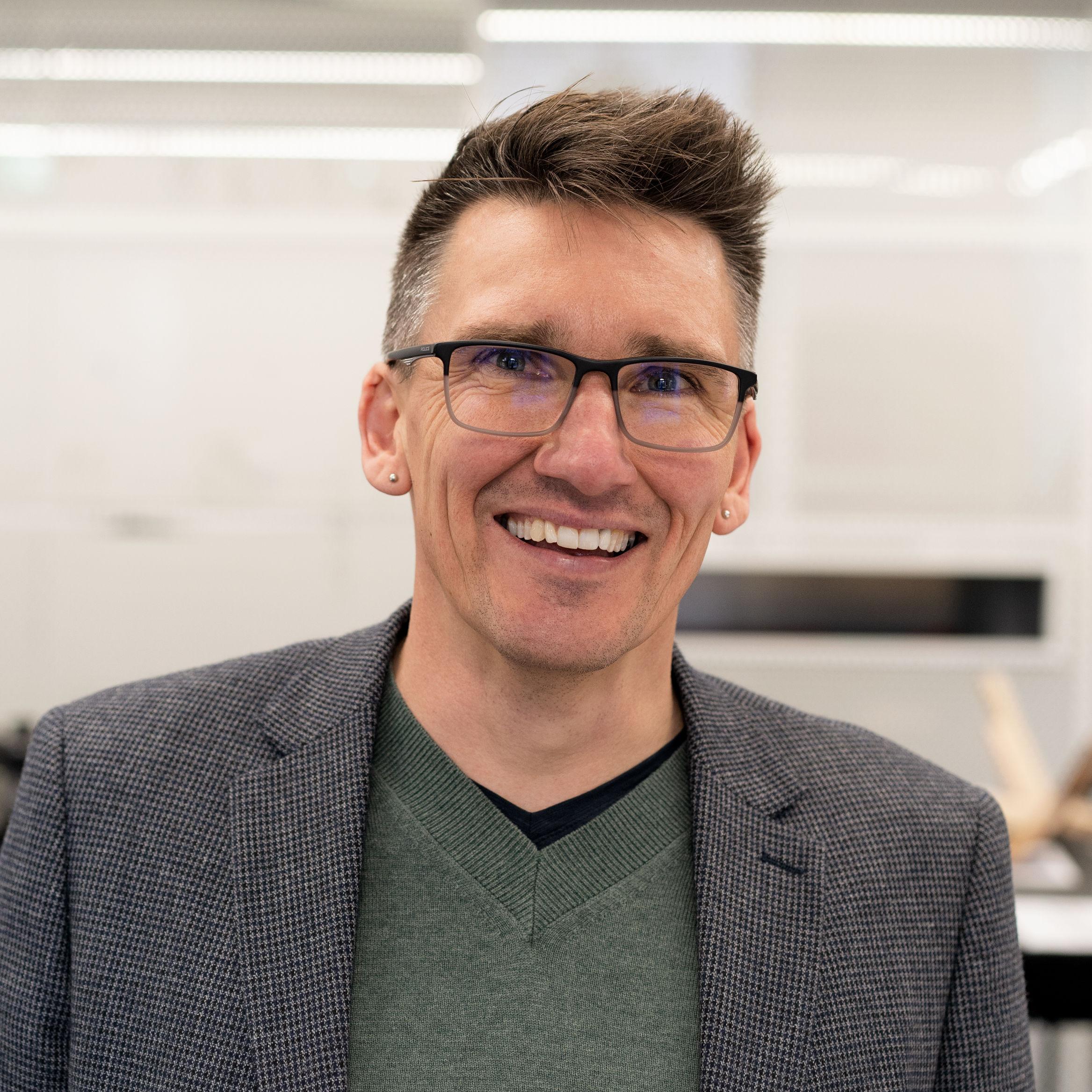 Dr Scott Alterator